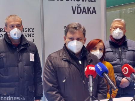 Foto a video: V Prievidzi dnes otvorili veľkokapacitné očkovacie centrum. Tento víkend zaočkujú 2000 ľudí 44