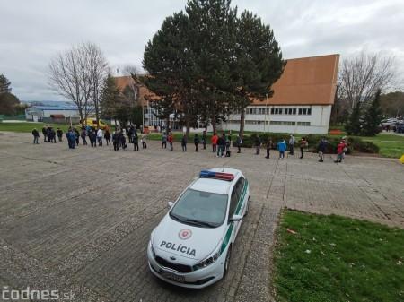 Foto a video: V Prievidzi dnes otvorili veľkokapacitné očkovacie centrum. Tento víkend zaočkujú 2000 ľudí 45