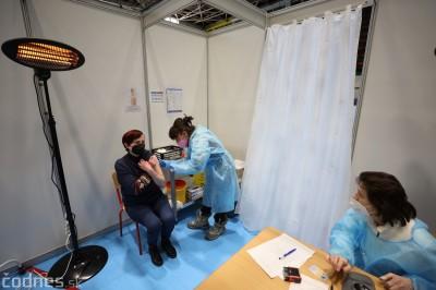 Veľkokapacitné očkovacie centrum v Prievidzi: Cez víkend zaočkovali 1920 ľudí