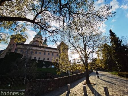 Foto: Rozkvitnuté Bojnice a okolie Bojnického zámku 1