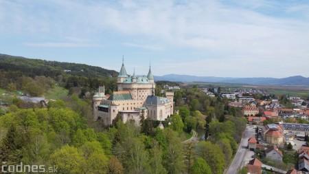 Foto: Rozkvitnuté Bojnice a okolie Bojnického zámku 25
