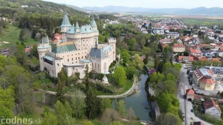 Foto: Rozkvitnuté Bojnice a okolie Bojnického zámku 10