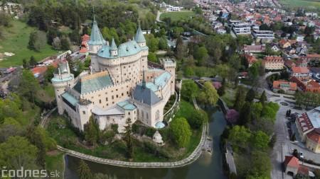 Foto: Rozkvitnuté Bojnice a okolie Bojnického zámku 2