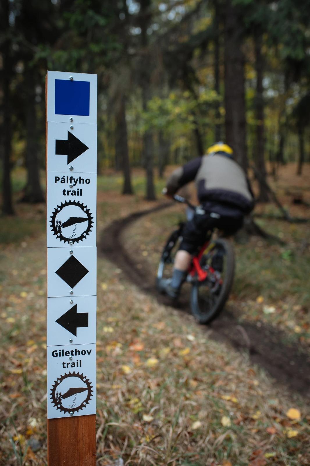 Pojazd s trailbuildermi - Bojnice (Cyklotrasy)