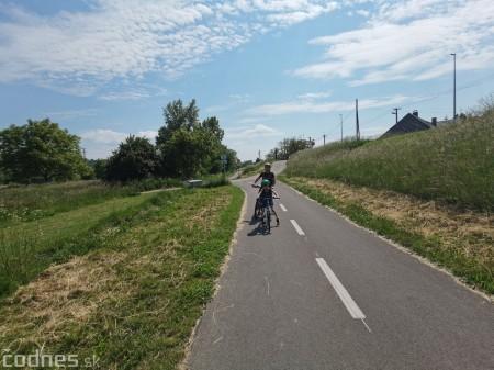 Foto: Cyklotrasa Trenčín - Nemšová. Pekná a ideálna cyklotrasa pre rodiny s deťmi. 8