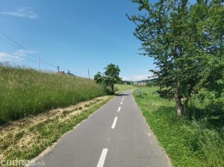 Foto: Cyklotrasa Trenčín - Nemšová. Pekná a ideálna cyklotrasa pre rodiny s deťmi. 9