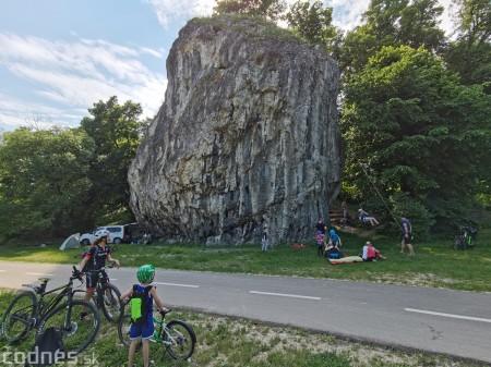 Foto: Cyklotrasa Trenčín - Nemšová. Pekná a ideálna cyklotrasa pre rodiny s deťmi. 10