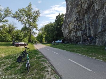 Foto: Cyklotrasa Trenčín - Nemšová. Pekná a ideálna cyklotrasa pre rodiny s deťmi. 12