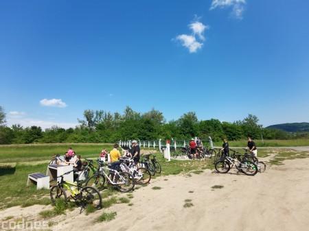 Foto: Cyklotrasa Trenčín - Nemšová. Pekná a ideálna cyklotrasa pre rodiny s deťmi. 15