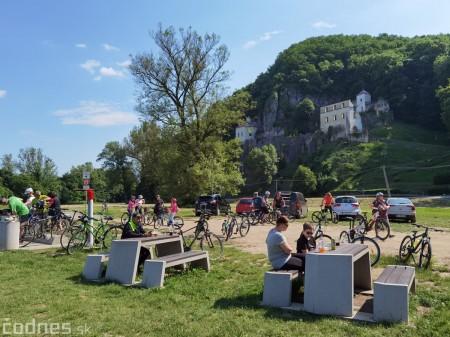 Foto: Cyklotrasa Trenčín - Nemšová. Pekná a ideálna cyklotrasa pre rodiny s deťmi. 18