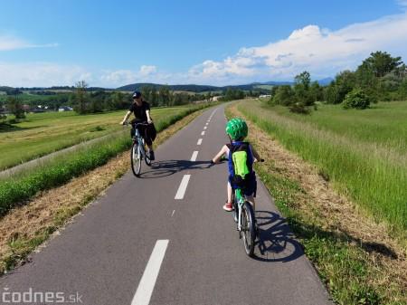 Foto: Cyklotrasa Trenčín - Nemšová. Pekná a ideálna cyklotrasa pre rodiny s deťmi. 22