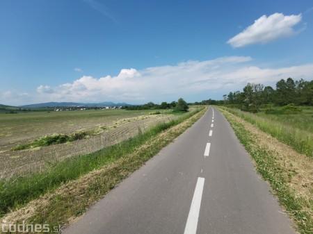 Foto: Cyklotrasa Trenčín - Nemšová. Pekná a ideálna cyklotrasa pre rodiny s deťmi. 23