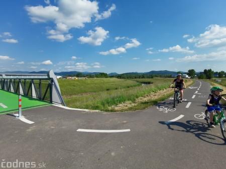 Foto: Cyklotrasa Trenčín - Nemšová. Pekná a ideálna cyklotrasa pre rodiny s deťmi. 28