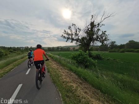 Foto: Cyklotrasa Trenčín - Nemšová. Pekná a ideálna cyklotrasa pre rodiny s deťmi. 35