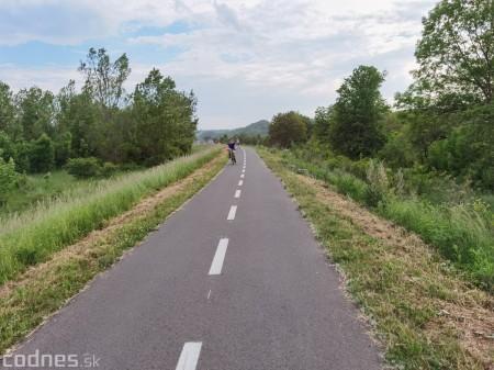 Foto: Cyklotrasa Trenčín - Nemšová. Pekná a ideálna cyklotrasa pre rodiny s deťmi. 36