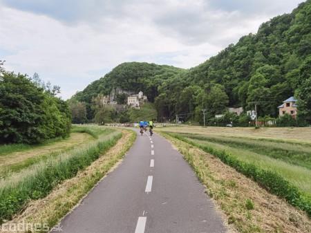 Foto: Cyklotrasa Trenčín - Nemšová. Pekná a ideálna cyklotrasa pre rodiny s deťmi. 38