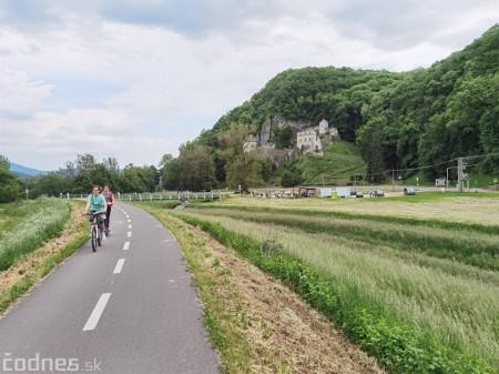 Foto: Cyklotrasa Trenčín - Nemšová. Pekná a ideálna cyklotrasa pre rodiny s deťmi. 39