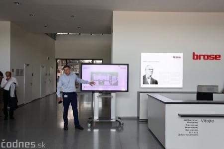 Foto a video: Duálne vzdelávanie v Brose má prvých absolventov. Firma plánuje zamestnať stovky ľudí a postaviť škôlku 2