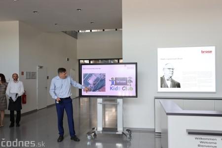 Foto a video: Duálne vzdelávanie v Brose má prvých absolventov. Firma plánuje zamestnať stovky ľudí a postaviť škôlku 4