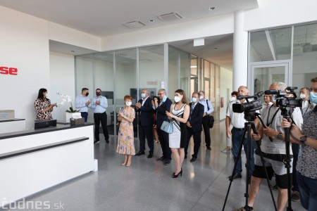 Foto a video: Duálne vzdelávanie v Brose má prvých absolventov. Firma plánuje zamestnať stovky ľudí a postaviť škôlku 6