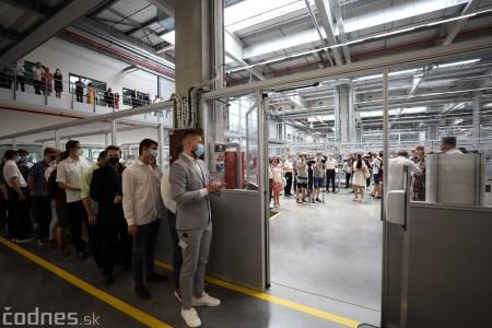 Foto a video: Duálne vzdelávanie v Brose má prvých absolventov. Firma plánuje zamestnať stovky ľudí a postaviť škôlku 14