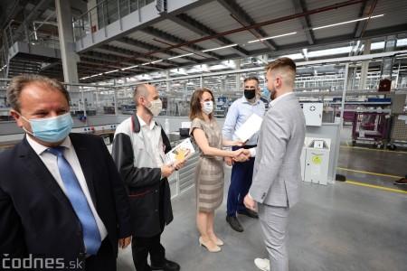 Foto a video: Duálne vzdelávanie v Brose má prvých absolventov. Firma plánuje zamestnať stovky ľudí a postaviť škôlku 17