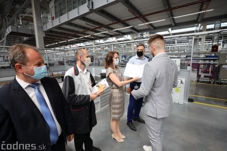 Foto a video: Duálne vzdelávanie v Brose má prvých absolventov. Firma plánuje zamestnať stovky ľudí a postaviť škôlku 18