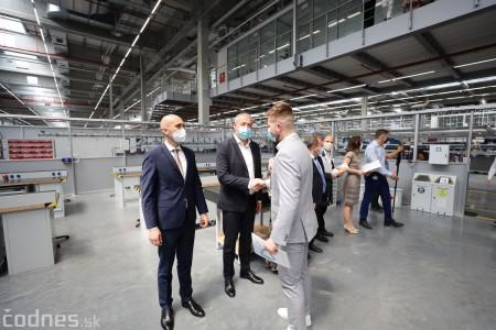 Foto a video: Duálne vzdelávanie v Brose má prvých absolventov. Firma plánuje zamestnať stovky ľudí a postaviť škôlku 20