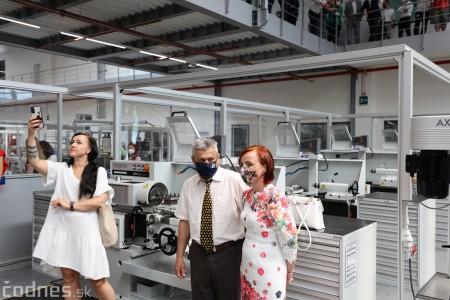 Foto a video: Duálne vzdelávanie v Brose má prvých absolventov. Firma plánuje zamestnať stovky ľudí a postaviť škôlku 26