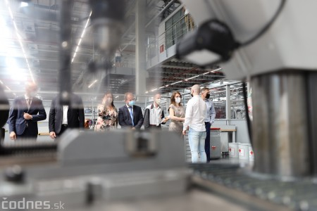 Foto a video: Duálne vzdelávanie v Brose má prvých absolventov. Firma plánuje zamestnať stovky ľudí a postaviť škôlku 28
