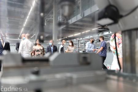 Foto a video: Duálne vzdelávanie v Brose má prvých absolventov. Firma plánuje zamestnať stovky ľudí a postaviť škôlku 29