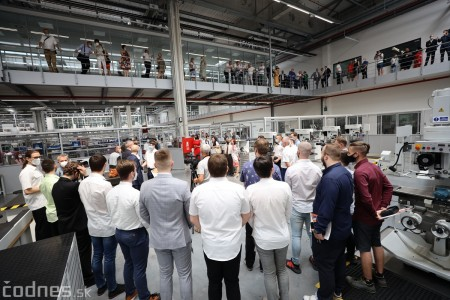 Foto a video: Duálne vzdelávanie v Brose má prvých absolventov. Firma plánuje zamestnať stovky ľudí a postaviť škôlku 31
