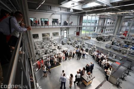 Foto a video: Duálne vzdelávanie v Brose má prvých absolventov. Firma plánuje zamestnať stovky ľudí a postaviť škôlku 34