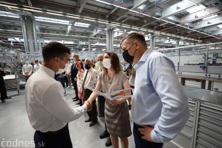 Foto a video: Duálne vzdelávanie v Brose má prvých absolventov. Firma plánuje zamestnať stovky ľudí a postaviť škôlku 41