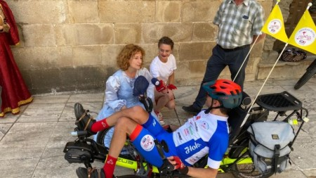 Foto a video: Káčer na bicykli zavítal do Bojníc. Na bicykli pomáhal tým, ktorí to potrebujú 0