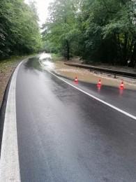 Búrky počas noci z nedele na pondelok boli najintenzívnejšie v Trenčianskom kraji. Na stanici Valaská Belá spadlo 104 milimetrov zrážok 8