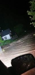 Búrky počas noci z nedele na pondelok boli najintenzívnejšie v Trenčianskom kraji. Na stanici Valaská Belá spadlo 104 milimetrov zrážok 11