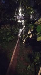 Búrky počas noci z nedele na pondelok boli najintenzívnejšie v Trenčianskom kraji. Na stanici Valaská Belá spadlo 104 milimetrov zrážok 17