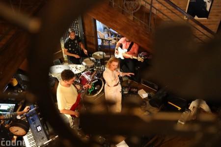 Foto: Barbora Švidraňová & Basie Frank Band 10