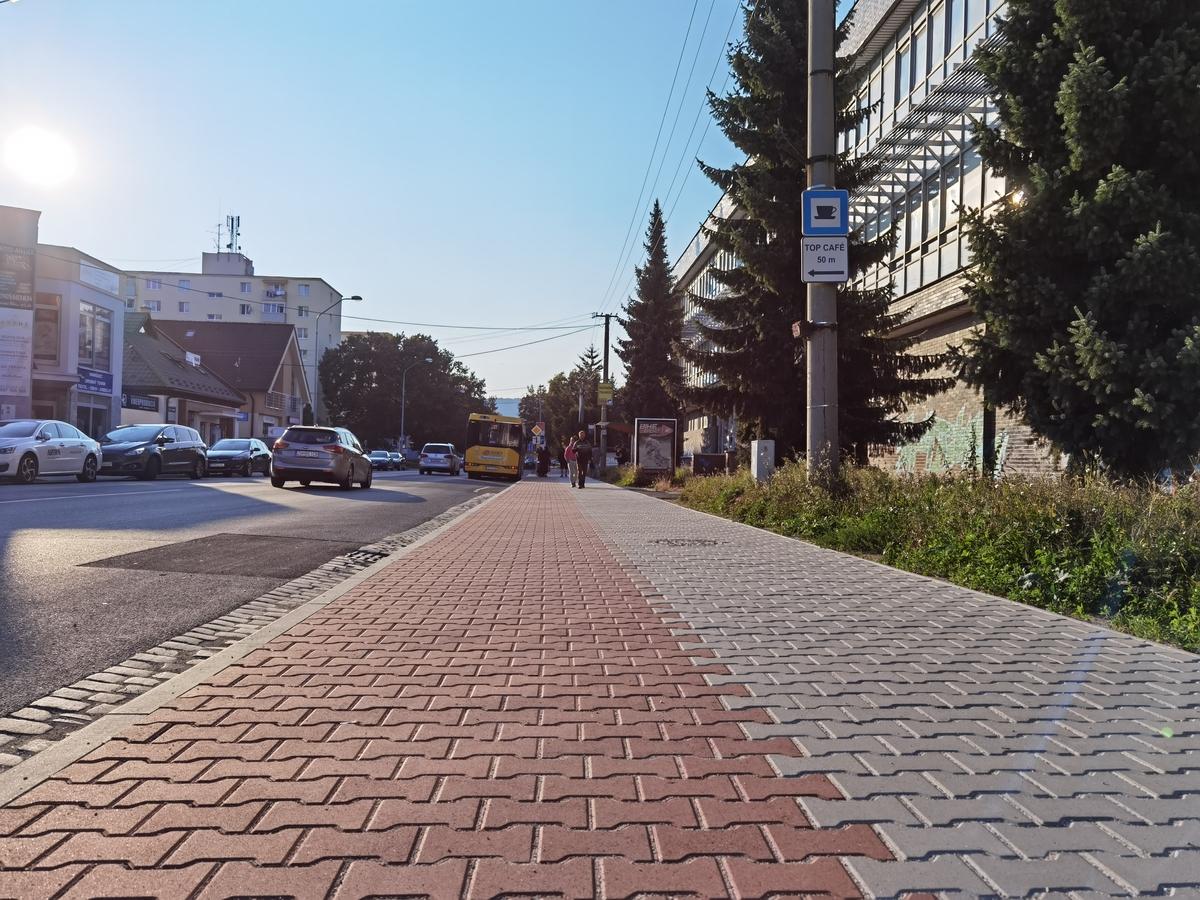 Prievidzská samospráva plánuje pokračovať v opravách vybraných miestnych komunikácií a chodníkov vo vybraných častiach mesta ešte v roku 2021.