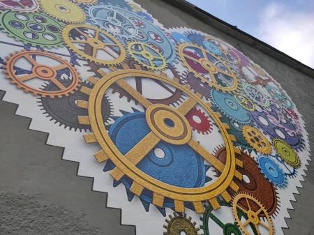 Foto: TSK sa rozhodol skrášliť budovu jedálne Strednej odbornej školy v Prievidzi umeleckým dielom, tzv. murálnou maľbou. 3