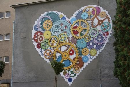 Foto: TSK sa rozhodol skrášliť budovu jedálne Strednej odbornej školy v Prievidzi umeleckým dielom, tzv. murálnou maľbou. 6