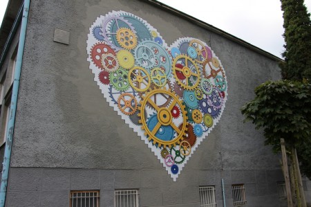 Foto: TSK sa rozhodol skrášliť budovu jedálne Strednej odbornej školy v Prievidzi umeleckým dielom, tzv. murálnou maľbou. 7